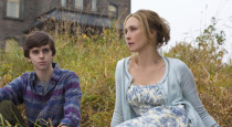 Fans of A&E's thrilling drama Bates Motel will be happy to hear the announcement of a live, half-hour After Show special. Bates Motel: After Hours will air directly after the […]