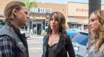 "Sons of Anarchy returned last week with its Season 7 premiere, ""Black Widower,"" and here's what you need to know before tonight's new episode: It's 10 days following the events […]"