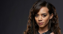 In the second interview from our visit to the Killjoys set, we sit down with Hannah John-Kamen. She's owning the sci-fi world this summer as Dutch, and shared some great […]